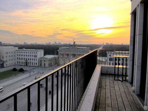 penthouse am brandenburger tor in berlin mieten partyraum und eventlocation partyraum. Black Bedroom Furniture Sets. Home Design Ideas
