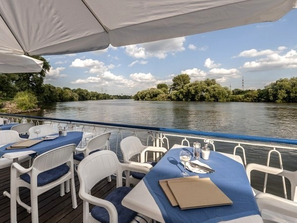 schwimmende eventlocation am mainufer in frankfurt am main mieten partyraum und eventlocation. Black Bedroom Furniture Sets. Home Design Ideas