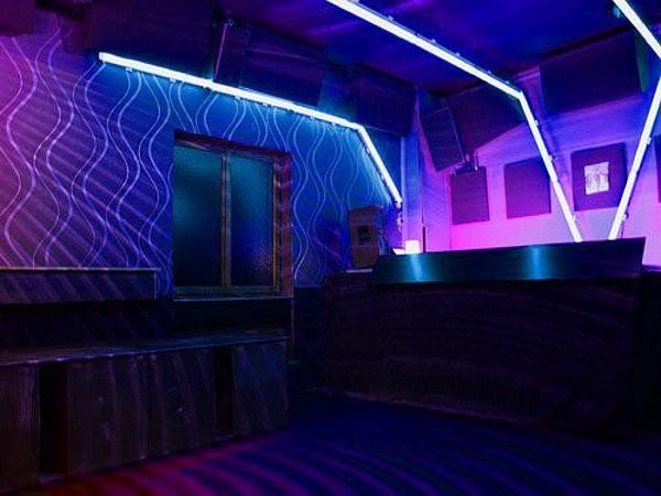 bar am osthafen in frankfurt am main mieten partyraum und eventlocation partyraum. Black Bedroom Furniture Sets. Home Design Ideas