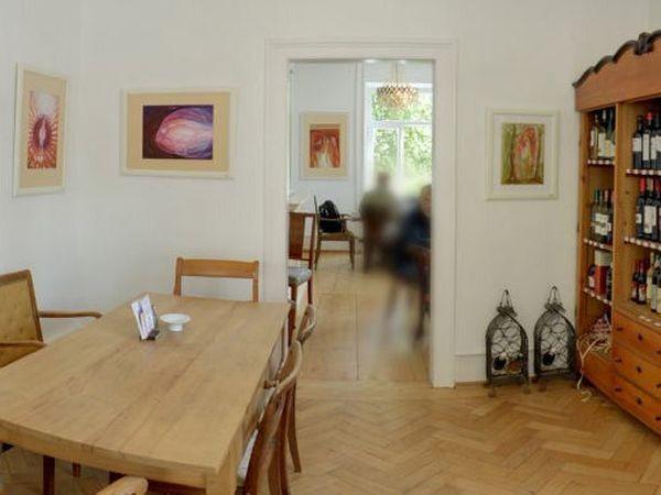 gem tliches caf mit wohnzimmeratmosph re in freiburg mieten partyraum und eventlocation. Black Bedroom Furniture Sets. Home Design Ideas