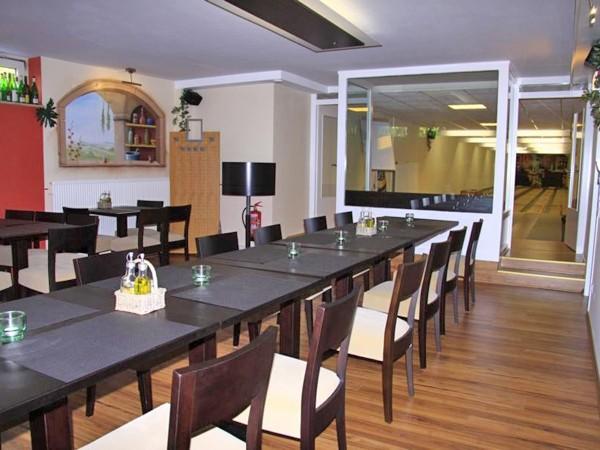 stilvolles restaurant mit kegelbahn in hannover mieten partyraum und eventlocation partyraum. Black Bedroom Furniture Sets. Home Design Ideas
